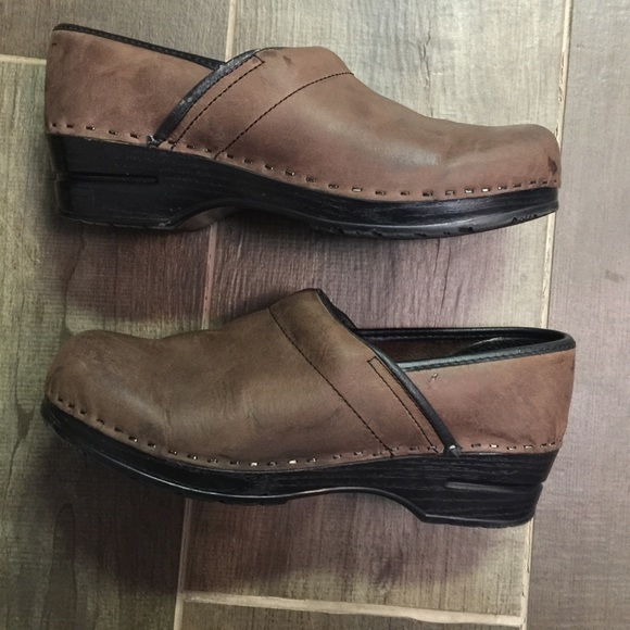 ccc74516ced07 Bjorndal Brown Clogs Size 10.